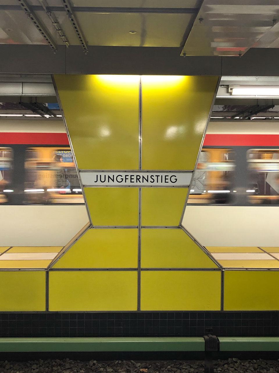 A train arriving at the Jungfernstieg station in Hamburg